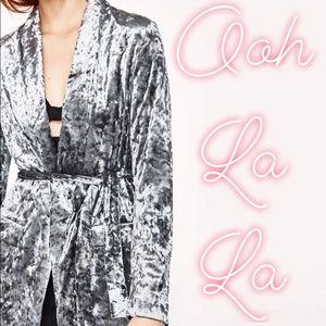 ✔️ Zara Crushed Velvet Wrap Blazer L Blue/Silver
